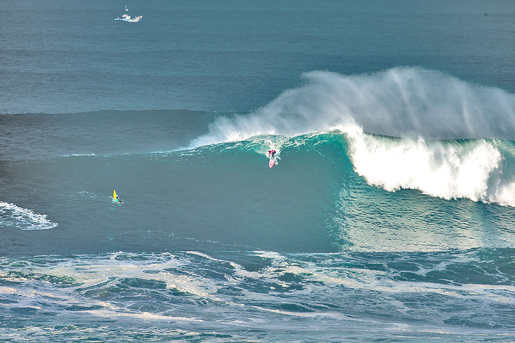 Billy Kemper (HAW)  competing at WSL Nazaré Challenge