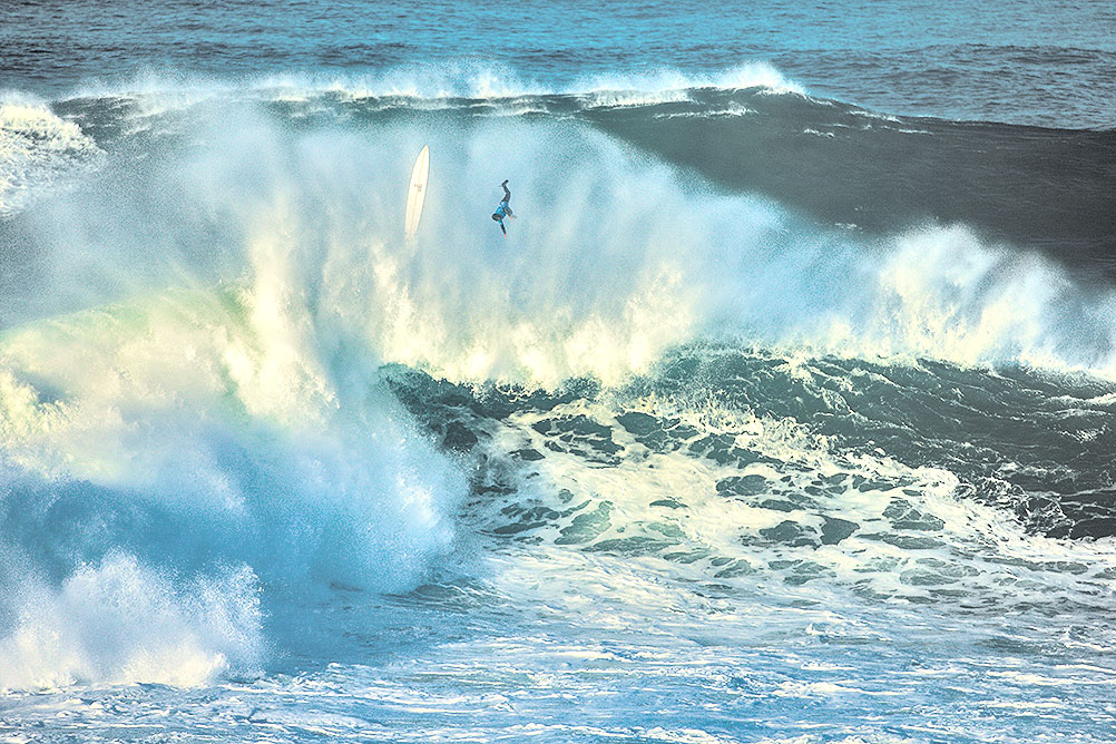 Damien Hobgood's wipe-out at Nazaré