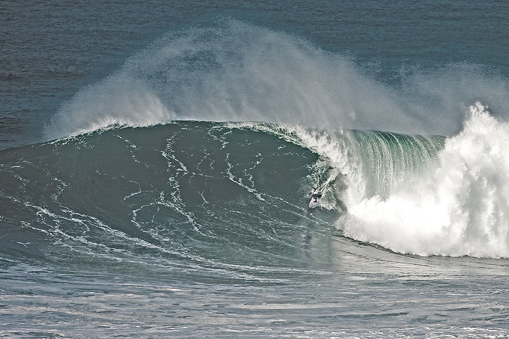 Trevor Carlson in a right in Nazaré