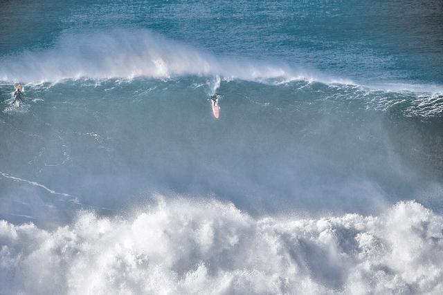 Tom Butler lat take off at Nazaré