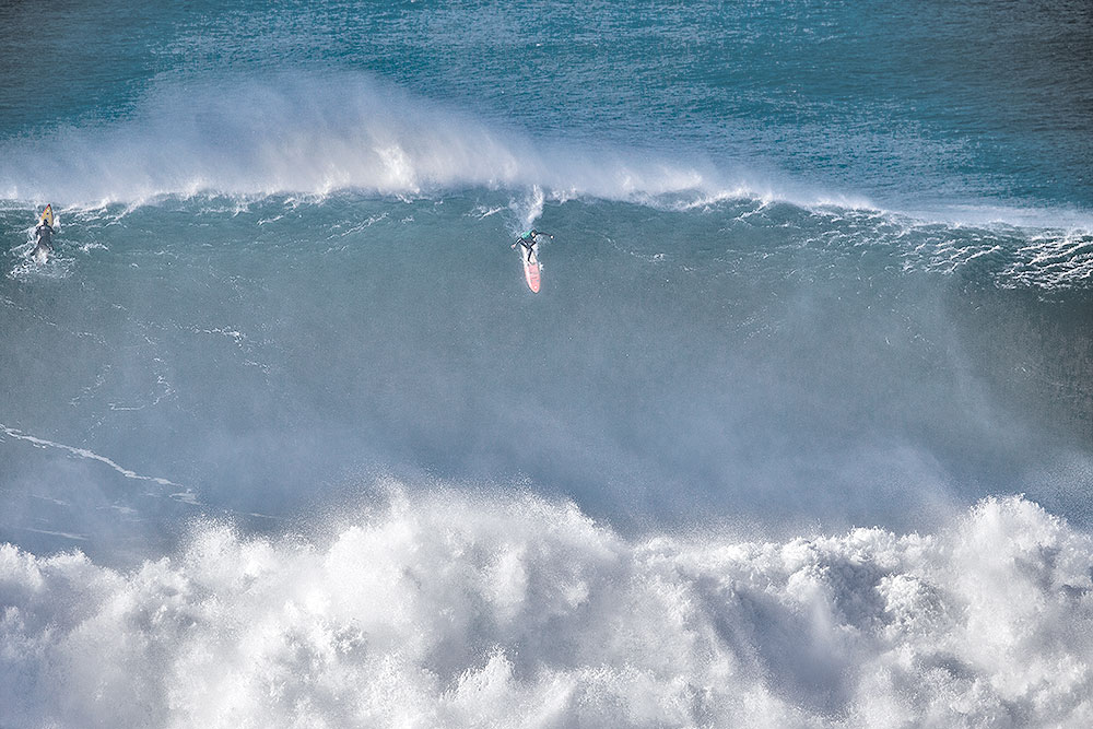 Tom Butler lat take off at Nazaré