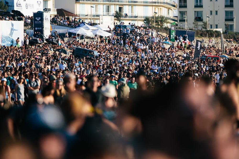 The crowd at  la Gravière