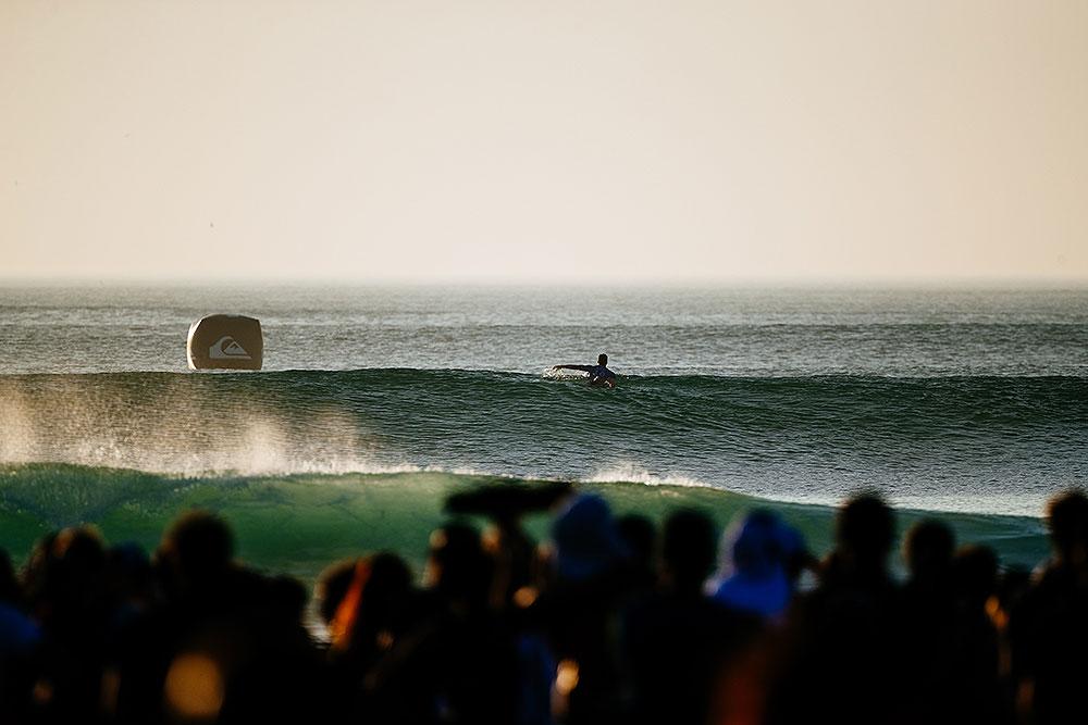 Gabriel Medina choosing his wave