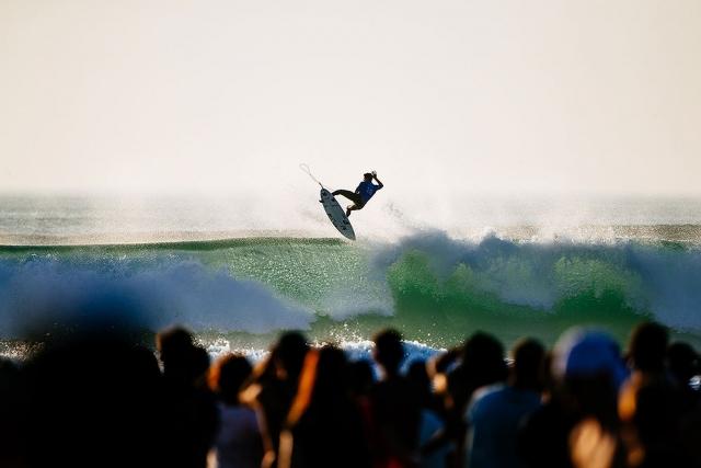 Gabriel Medina surf many airs